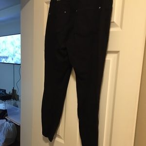 Pre owned black white house12R skinny jeans